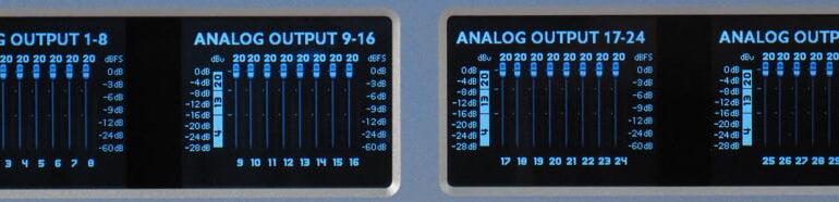 Ferrofish A32 wyswietlacze dwa 02 analog_out