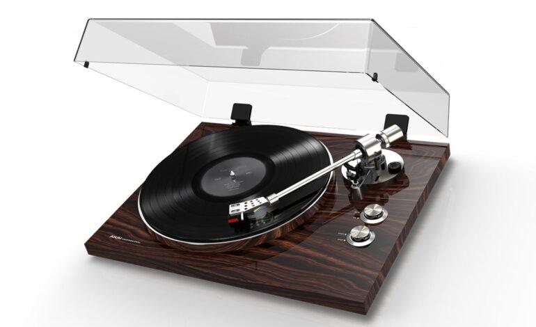 Gramofon Akai BT500 już dostępny
