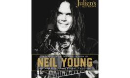 Gitary i sprzęt studyjny Neila Younga na aukcji