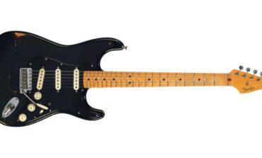 """The Black Strat"" i inne gitary Gilmoura sprzedane"