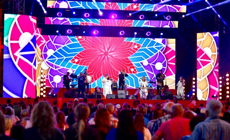 Kapela ze Wsi Warszawa na scenie