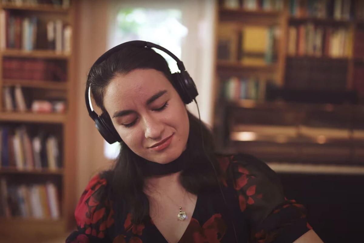 Adela Liculescu o instrumentach Yamaha SILENT Piano