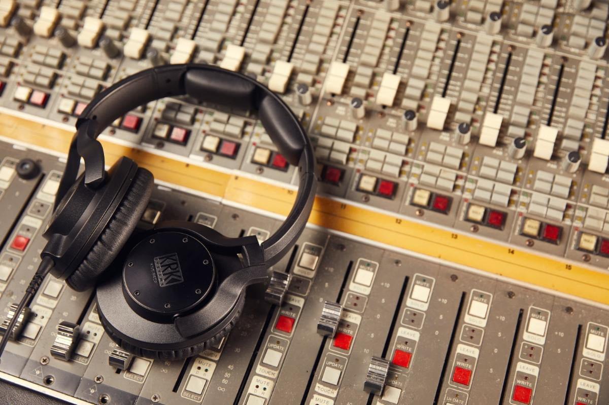 KRK KNS 8402 i KNS 6402 – nowe słuchawki studyjne